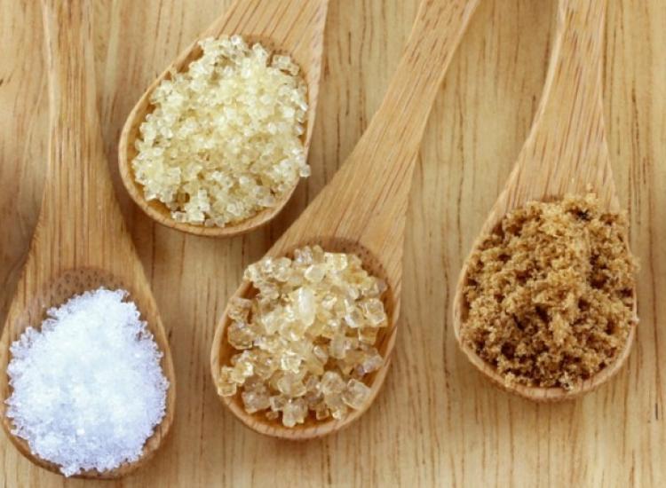 Substitua o açúcar refinado por alternativas mais saudáveis